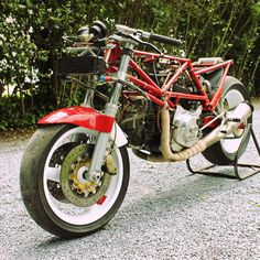 Bimota DB 1 R -86 (engine Ducati 750 F1 enlarged to 853) 90 hp & 136 kg.