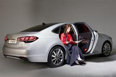 Sit on Aslan and flip through the pages - 선선한 바람이 불어와 마음을 간지럽히면 아슬란에 걸터앉아 책장을 넘겨요 - #siton #flip #pages #books #autumn #breeze #idly #Korean_traditional_dress #Hanbok #driving #carsofinstagram #car #sedan #Aslan #Hyundai