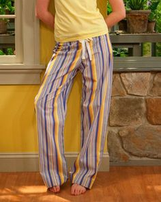 Drawstring Pants-- have girls make them for camp instead of tshirt? This comfortable pair of drawstring pants is one of the simplest pieces of clothing you can sew. Their easy form flatters all sizes and shapes. How to Make Drawstring Pants Sewing Hacks, Sewing Tutorials, Sewing Projects, Sewing Ideas, Sewing Patterns Free, Free Sewing, Free Pattern, Top Pattern, Diy Clothing