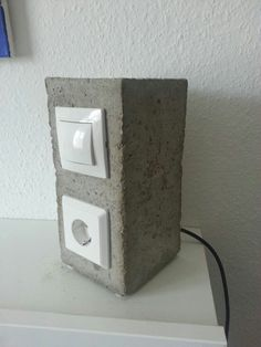 I offer here two bedside lamps made of concrete socket + socket for charging mobile phone, tablet, notebook, Bookreader etc.Sieichen by a minimal design in the industrial environment ….