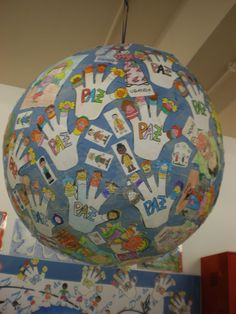 Foto: Decoración pasillos 2010 Classroom Crafts, Preschool Crafts, Diy And Crafts, Crafts For Kids, Arts And Crafts, Art Activities For Kids, Art For Kids, Earth Day Crafts, Color Balance