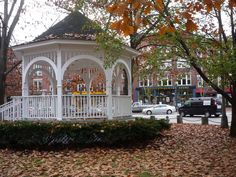 Keene, N.H., has one of the nicest, most thriving downtown districts for a small city that I have seen in New England. http://www.visitingnewengland.com/scenesofnewengland98.html