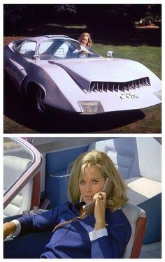 Wanda Ventham, UFO.