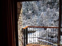 Llorts - Apartaments La Neu - Apartamentos rústicos de motaña, situados en un pueblecito de alta montaña, Llorts, a 1450m de altitud, a 5km. del dominio esquiable de Vallnord ( Ordino-Arcalís, Pal y Arinsal )....