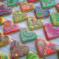 Sokerikeksit pikeeri / Sugar cookies with royal icing Cookies Cupcake, Galletas Cookies, Fancy Cookies, Heart Cookies, Valentine Cookies, Iced Cookies, Cute Cookies, Royal Icing Cookies, Cookies Et Biscuits