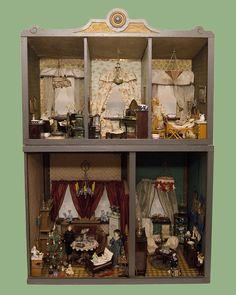 Puppenhaus-Rock-Graner-Poestgens-Auktionshaus Antique Dollhouse, Dollhouse Dolls, Antique Dolls, Vintage Dolls, Dollhouse Miniatures, Barbie Furniture, Dollhouse Furniture, Miniature Houses, Miniature Dolls