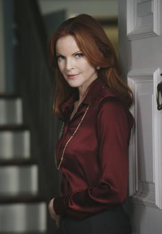 Marcia Cross ~ Desperate Housewives ~ Episode Stills ~ Season Episode The Thing That Counts Is What's Inside Marcia Cross, Desperate Housewives Bree, Bree Van De Kamp, Pretty Shirts, Satin Blouses, Beautiful Redhead, Elegant Woman, Classy Outfits, Redheads