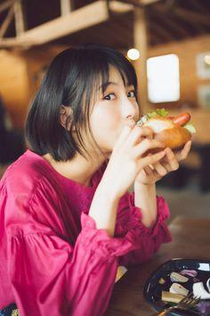 (画像3/9) 浜辺美波(画像提供:KADOKAWA) - 浜辺美波、美麗ショット満載のカレンダーブック発表 Cute Asian Girls, Cute Girls, Asian Ladies, Female Pose Reference, Hand Reference, Digital Painting Tutorials, Anatomy Tutorial, Kawaii, Tokyo Fashion