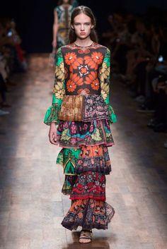 Valentino Spring 2015 RTW - Paris Fashion Week
