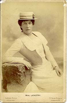 Lillie Langtry with a boater hat Victorian Photos, Victorian Women, Vintage Photos, Lilly Langtree, Lillie Langtry, Edwardian Costumes, King Edward Vii, Boater Hat, Famous Stars