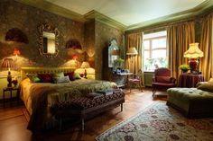 Кирилл Истомин- самый классичесий из всех русских декораторов и, возможно, самый образований   Home and Interiors
