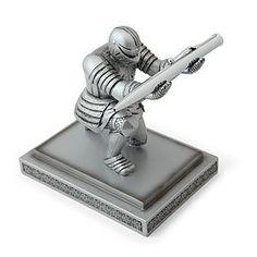 Этот рыцарь проведет ваше самое сильное оружие наперевес: вашу ручку.