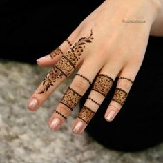 Explore latest Mehndi Designs images in 2019 on Happy Shappy. Mehendi design is also known as the heena design or henna patterns worldwide. We are here with the best mehndi designs images from worldwide. Henna Hand Designs, Eid Mehndi Designs, Finger Mehndi Designs Arabic, Finger Mehndi Style, Stylish Mehndi Designs, Mehndi Designs For Fingers, Mehndi Design Pictures, Latest Mehndi Designs, Henna Tattoo Designs