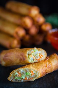 Fried Spring Rolls 2019 Fried spring rolls recipe stuffed with bean threads cabbage carrots and celery. A crunchy and delicious appetizer everyone will love! The post Fried Spring Rolls 2019 appeared first on Rolls Diy. Tasty Videos, Food Videos, Recipe Videos, Vegetarian Recipes, Cooking Recipes, Vegetarian Egg Rolls, Vegetarian Spring Rolls, Hot Dog Recipes, Ramen Recipes