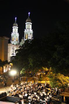Orquesta detras de catedral el culiacan