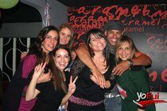 YoFui.com: Claudia Roldan, Faryde Kaid, Aurora Aro, Claudia Ocariz, Ivan Rabi, Andrea Cabada en VJ ROB en Caramel Club + Cumpleaños Iván Rabi, Club Caramel, Santiago (Chile)
