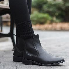 Chellysun Women's Duchess Chelsea Boots Source by whothefuuislara boots outfit Black Chelsea Boots Outfit, Black Ankle Boots, Red Boots, Latest Fashion For Women, Womens Fashion, Boating Outfit, Fall Winter Outfits, Autumn Fashion, Shoes