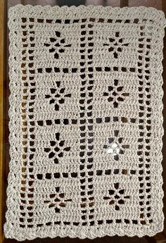 Crochet Granny, Filet Crochet, Crochet Doilies, Crochet Lace, Crochet Stitches, Crochet Patterns, Bead Crafts, Diy And Crafts, Crochet Table Runner Pattern