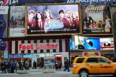 Nickelodeon_House_Of_Anubis_Season_Two_Billboard_In_Times_Square_New_York_City_USA_2011.jpg (600×401)