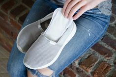 Try Panty Liners Having sweaty feet is not a good thing. It can be uncomfortable, and it will lead to smelly shoes. Put panty liners in the soles of your shoes to absorb the sweat. Squeaky Shoes, Smelly Shoes, Sr1, Old Shoes, Thick Socks, Clean Shoes, Clothing Hacks, Tie Shoelaces, Suede Shoes