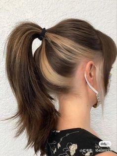 Under Hair Dye, Under Hair Color, Hidden Hair Color, Hair Color Streaks, Hair Dye Colors, Hair Inspo, Hair Inspiration, Underdye Hair, Peekaboo Hair Colors