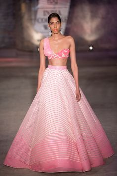 Amit Aggarwal at India Couture Week 2019 Indian Party Wear, Indian Wedding Outfits, Indian Outfits, Indian Wear, Indian Designer Outfits, Designer Dresses, Designer Punjabi Suits, Churidar, Anarkali