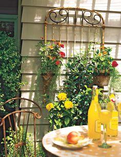 18 Wall Trellis Ideas for a Gorgeous Display of Flowering Vines Wall Trellis, Bamboo Trellis, White Trellis, Arbors Trellis, Diy Trellis, Trellis Design, Garden Trellis, Trellis Ideas, Clematis Plants