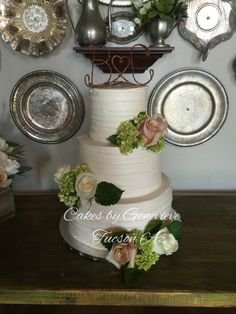 #weddingcake at #batesmansion in #tucsonaz #texturedbuttercream #freshflowers #treslechescake #saltedcarmelbuttercream #yumm #mmmmm #simplyelegant