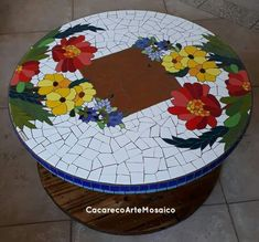 Mosaic Wall Art, Mosaic Diy, Mosaic Glass, Mosaic Art Projects, Stained Glass Projects, Tile Crafts, Mosaic Crafts, Mosaic Coffee Table, Mosaic Flower Pots