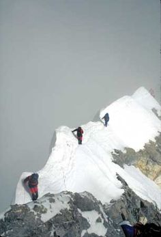 Climbers descend from the summit of Mount Everest on May 10, 1996, as the clouds of a storm that killed several other climbers that day gather below them (right). Source: Scott Fischer/Woodfin Camp and Associates.