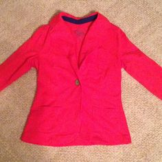 """Red Blazer❤️ Sale! Red Blazer with single brown button in the center. Has a fold down collar, two pockets, and a small chest pocket. Had it for probably a year but am way too big for it now. Maybe wore it once, been stored in a closet since then. """"SO"""" is kohls brand btw.    Christmas Sale!!! SO Jackets & Coats Blazers"""