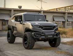 Independent California carmaker Rezvani have introduced a beastly off-roader they are calling a XUV (Xtreme Utility Vehicle). The military inspired Rezvani Tank is based off a current generation Jeep Wrangler Unlimited, and boats several survival opt