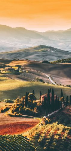 Tuscany, Italy! The Best Honeymoon Destinations in Italy: 7 Romantic Italian Getaways. Discover some of the best places to visit in Italy as a couple. Florence | Europe bucket list - http://www.avenlylanetravel.com/italy-honeymoon-destinations-romantic-getaways-in-italy/ #italy #europe #travel #bucketlist #honeymoonplaces