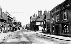 The Royal Deer (right) and Green Man (left), East Street, Farnham, The Unicorn is nearby on the left. Forest Crafts, Farnham Surrey, East Street, Green Man, Old Pictures, England, History, Places, Deer