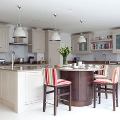 Pale grey kitchen with Shaker cabinets and curved island | Kitchen decorating | Beautiful Kitchens | Housetohome.co.uk