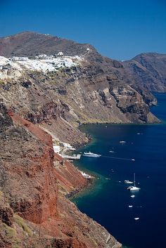 Oia, Santorini, Greece http://www.vacationrentalpeople.com/vacation-rentals.aspx/World/Europe/Greece/Greek-Islands/Cyclades/Santorini