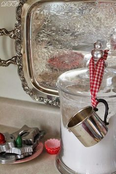 Hot Cocoa Bar and Other Kitchen Vignettes Silver baby cup used as a scoop & measure. - Decor to AdoreSilver baby cup used as a scoop & measure. - Decor to Adore Silver Platters, Silver Trays, Silver Tray Decor, Farmhouse Style Bedrooms, Farmhouse Decor, Country Bedrooms, Farmhouse Kitchens, White Kitchens, Farmhouse Ideas