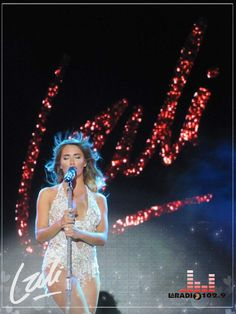 Lali en San Francisco Poses, Teen, My Favorite Things, Concert, Foreign Language, Outfits, Clothes, San Francisco, Artist