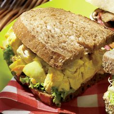 Sandwichs à la salade de poulet au cari | .coupdepouce.com