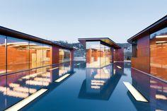 a house designed around a pool. brilliant!   image via dwell