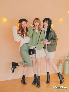 Korean fashion has been trending for many years, and it's for good reasons. With Korean's approach to outfits, accessories, and shoes, it is no doubt how many people search for Korean fashion trends for great looks. Korean Fashion Trends, Korean Street Fashion, Korea Fashion, Asian Fashion, Korean Spring Fashion, French Fashion, Winter Fashion, Cute Fashion, Girl Fashion