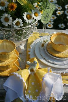 Spring table decoration   via Shabby in Love