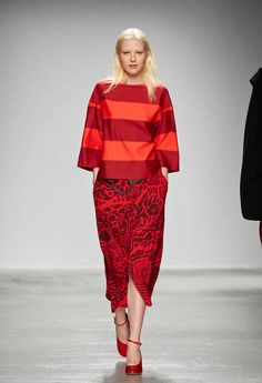 Marimekko Parigi - Collections Fall Winter - Shows - Vogue. Fashion News, Fashion Show, Fashion Outfits, Structured Dress, Cool Style, My Style, Over 50 Womens Fashion, Live Fashion, Autumn Fashion