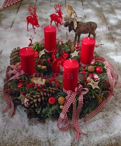 Weihnachten Potpourri Adventskranz The post Adventskranz appeared first on WMN Diy. Christmas Advent Wreath, Christmas Favors, Xmas Wreaths, Christmas Mood, Christmas Candles, Christmas Crafts, Advent Wreaths, Christmas Arrangements, Christmas Centerpieces