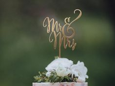 Wedding Cake Topper Mr and Mrs Rose Gold Rustic Wedding Cake Decorations for Wedding Personalized or Monogram Topper for Wedding Rustic Wedding Cake Toppers, Floral Wedding Cakes, Wedding Cake Decorations, Wedding Topper, Rose Wedding, Mr And Mrs Wedding, Plan Your Wedding, Event Planning, Wedding Planning