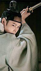 『群盗:民乱の時代』で俳優カン・ドンウォンは大きな立ち回りの剣術アクションを見せる。剣術の練習に没頭した彼は、撮影が終わる頃には武術スタッフから「もう真剣を使ってもよい時」とも言われたという。(写真提供=ショーボックス)