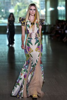 Pictures and Runway Review of Lisa Ho Spring Summer 2012-2013 Mercedes Benz Fashion Week Australia Catwalk Show