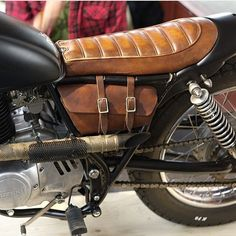 Fantastic custom motorcycles images are available on our website. Have a look and you wont be sorry you did. Suzuki Cafe Racer, Cb 750 Cafe Racer, Cafe Racer Seat, Cafe Racer Bikes, Cafe Racer Build, Moto Guzzi, Cafe Racer Motorcycle, Motorcycle Leather, Triumph Motorcycles