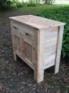 cómoda hecha de madera de palets