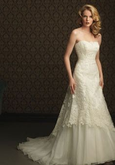 Graceful Tulle Strapless With Lace-Draping Wedding Dress picture 1